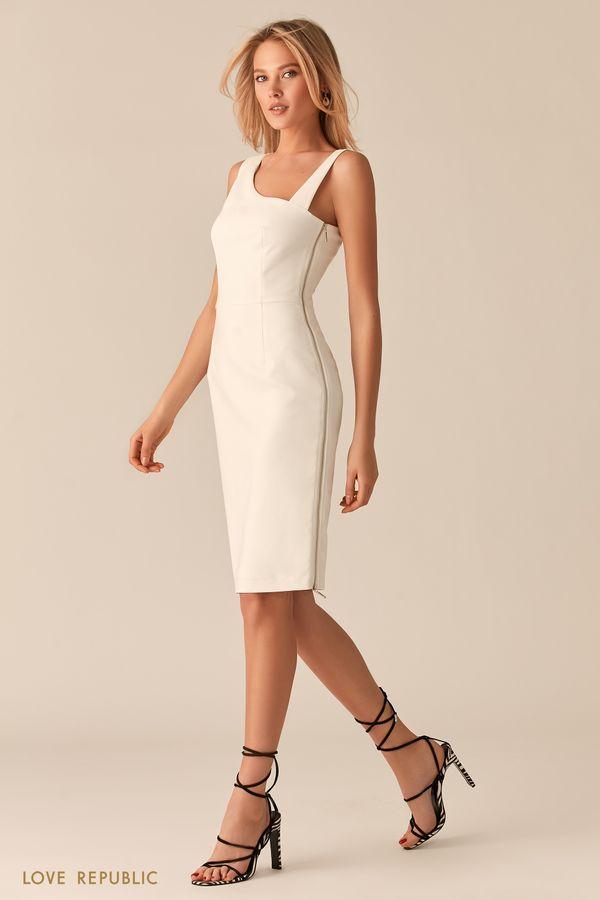 Платье с асимметричным вырезом молочного оттенка 02560570564-60