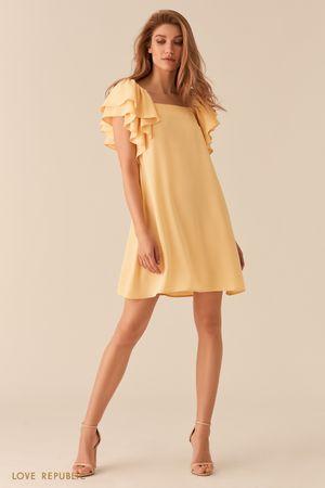 Желтое платье А-силуэта с пышными рукавами-воланами фото
