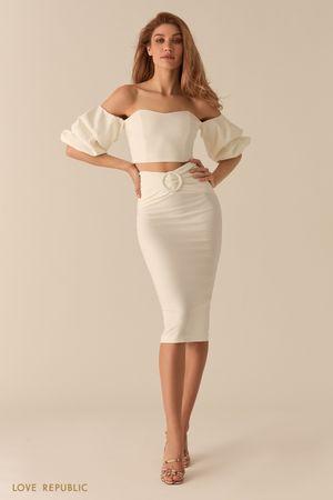Молочная юбка-карандаш с акцентными сборками на талии фото