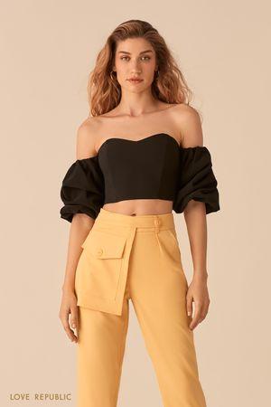 Открытая черная блузка с рукавами-буфами фото
