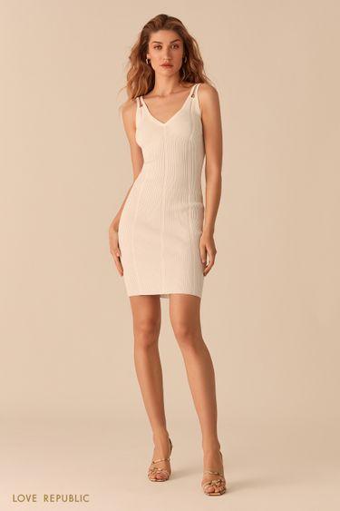 Открытое молочное платье из фактурного трикотажа 02563030559