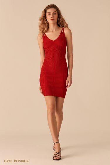 Открытое красное платье из фактурного трикотажа 02563030559