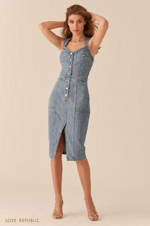 Джинсовое платье-футляр с рядом пуговиц фото