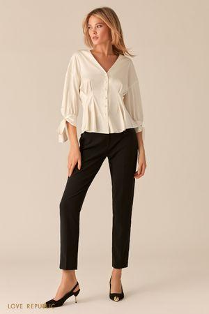 Молочная блузка с защипами на талии фото