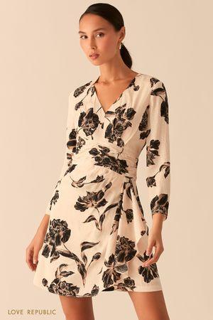 Бежевое платье с флористичным принтом из вискозы фото
