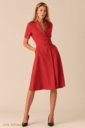 Красное платье миди с запахом и шалевым воротником фото