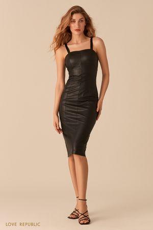 Черное платье прилегающего силуэта из экокожи фото