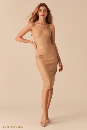 Платье прилегающего силуэта из экокожи кремового цвета фото
