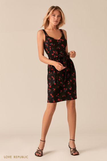Черное платье-футляр с ярким цветочным принтом 0357205569