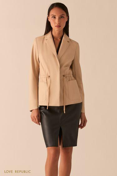 Приталенная куртка из экокожи с лацканами кремового цвета 0357213106
