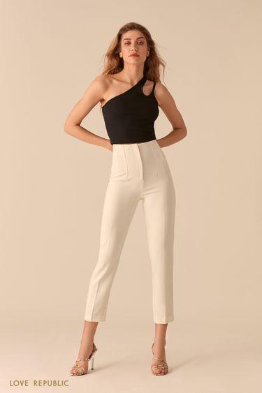 Белые укороченные брюки со стрелками и фактурными швами 0357218718