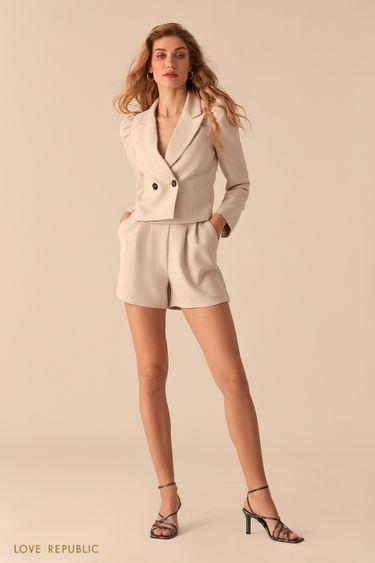 Короткие шорты с защипами на бедрах и акцентной молнией 0357218719
