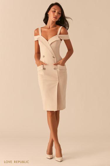 Двубортное платье-футляр с открытыми плечами кремового оттенка 0357231570