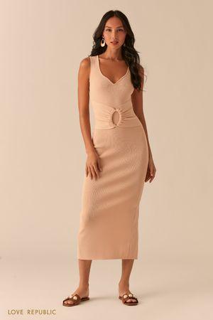 Трикотажное платье с разрезом сзади кремового цвета фото