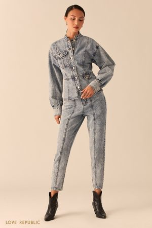 Приталенная джинсовая куртка с объемными рукавами фото