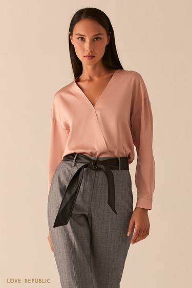 Блузка с запахом из струящейся атласной ткани 0358014316
