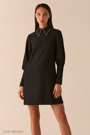 Черное платье А-силуэта с ультра-широкими манжетами фото