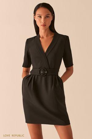Черное приталенное платье с V-образным вырезом фото