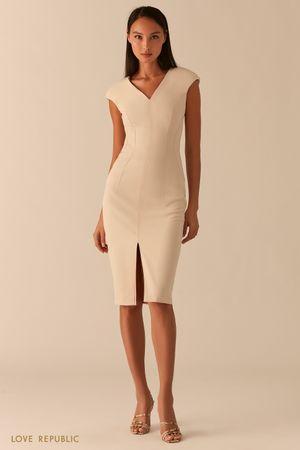 Платье-футляр с треугольным вырезом и разрезом фото
