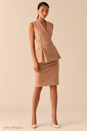 Бежевая базовая юбка карандаш с акцентной молнией на спине фото