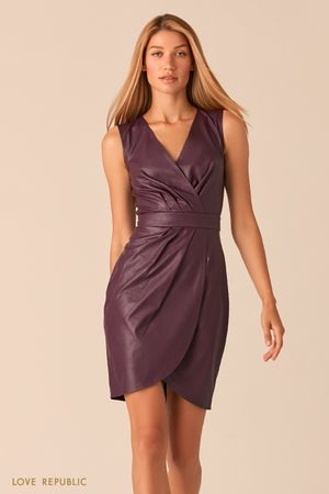 Платье из экокожи с драпировками сливового цвета