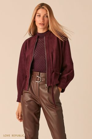 Объемная куртка из экозамши с поясом сливового оттенка фото