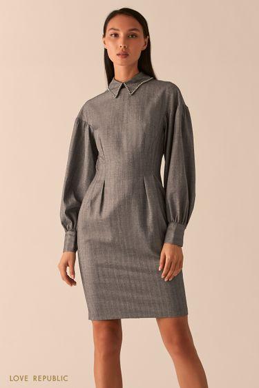 Темно-серое приталенное платье с акцентным отложным воротником 0358210551