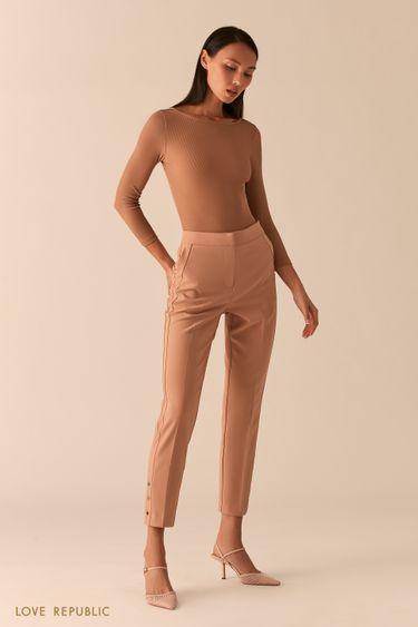 Зауженные бежевые брюки с металлическими заклепками 0358245720