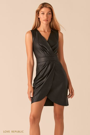 Черное платье из экокожи с драпировками 0358290551
