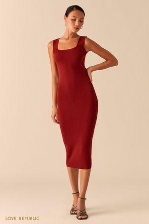 Трикотажное платье миди из ткани в рубчик ягодного оттенка фото
