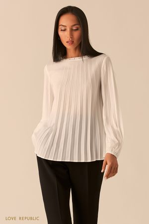 Плиссированная шифоновая блузка с заклепками молочного оттенка фото