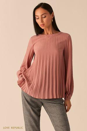 Плиссированная шифоновая блузка с заклепками