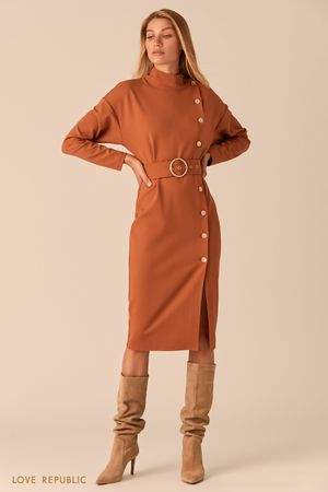 Платье с асимметричным рядом пуговиц и разрезом цвета капучино фото