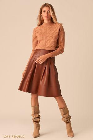 Расклешенная юбка из экокожи коньячного оттенка фото