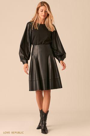 Расклешенная черная юбка из экокожи фото