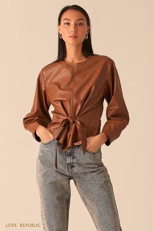 Объемная блузка из экокожи с вшитым поясом коньячного оттенка фото