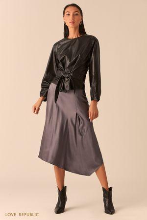 Объемная черная блузка из экокожи с вшитым поясом фото