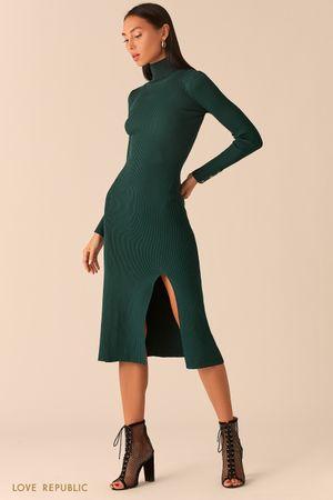 Трикотажное платье в рубчик с разрезом изумрудного цвета фото