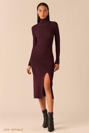 Трикотажное платье в рубчик с разрезом сливового цвета фото
