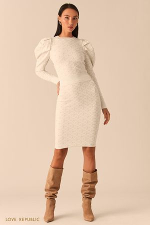 Молочная юбка-карандаш из фактурного трикотажа с блеском