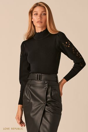 Облегающий свитер с перфорацией по объемным рукавам