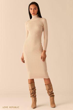 Кремовое платье миди из рельефного трикотажа с высоким горлом фото