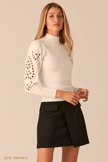 Облегающий молочный свитер с перфорацией 0359325821