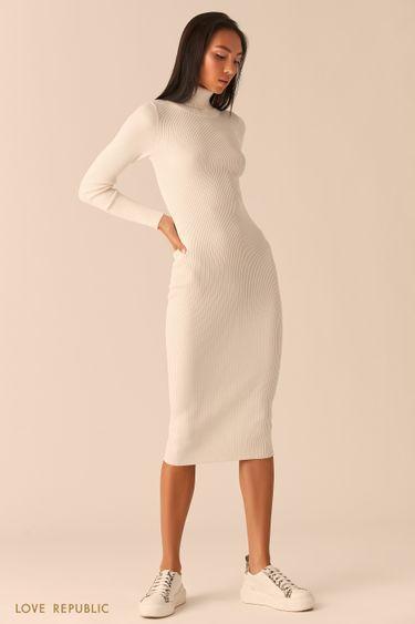 Молочное платье из рельефного трикотажа с высоким горлом 03593430579