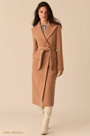 Бежевое приталенное пальто с широкими лацканами