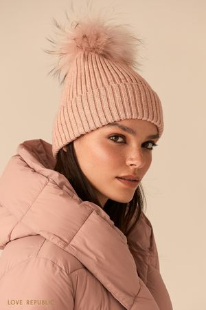 Розовая шапка бини с меховым помпоном