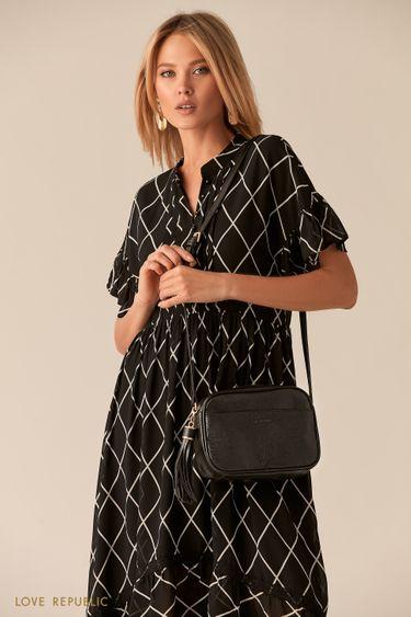 Черная сумка кросс-боди с теснением под змеиный принт и кисточкой 044720131