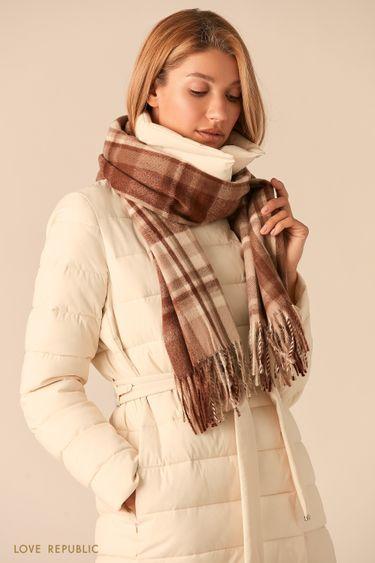 Теплый бежевый шарф с принтом в клетку 044915005