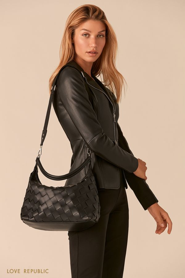 Плетеная сумка-хобо из экокожи черного цвета 044920138-50