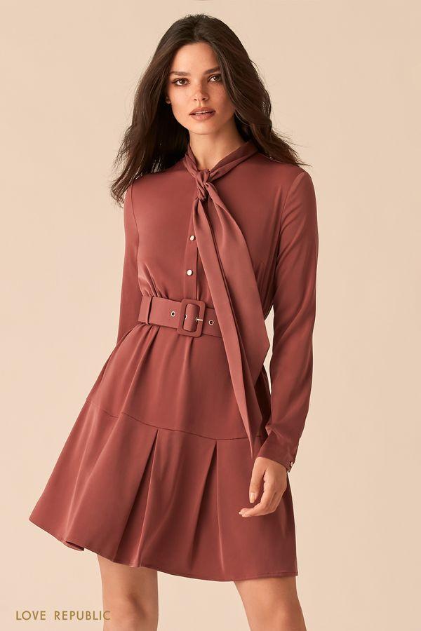 Приталенное платье ягодного оттенка с юбкой в складку и галстуком 0450006503-77